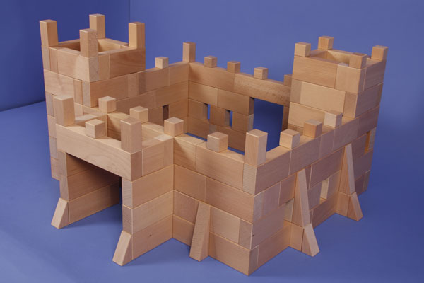 Ritterburg aus Bauklötzen und Holzbausteinen